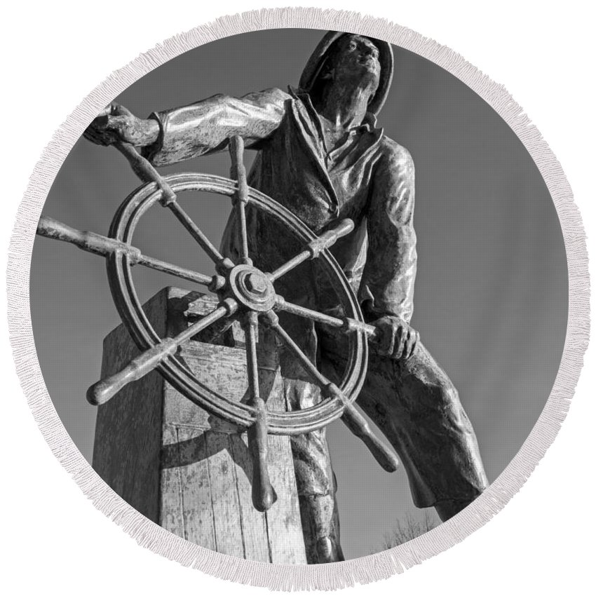 Gloucester Round Beach Towel featuring the photograph Gloucester Fisherman's Memorial Statue Black And White by Toby McGuire