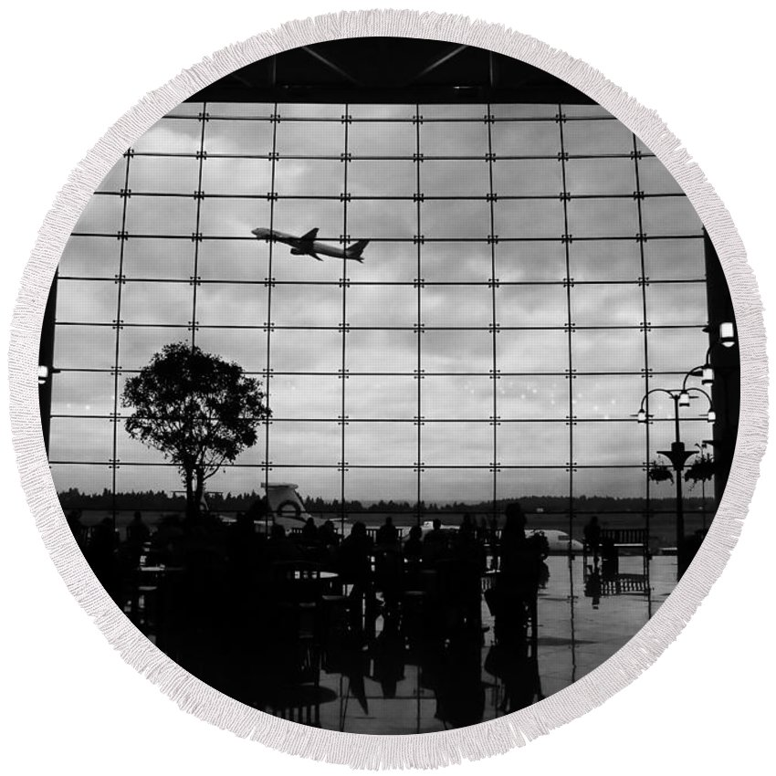 Flying Round Beach Towel featuring the photograph Going Home by David Lee Thompson