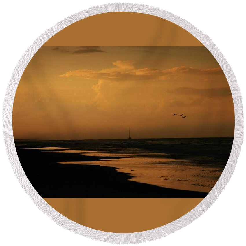 Sunset Round Beach Towel featuring the photograph Golden Sea by Pattie Frost