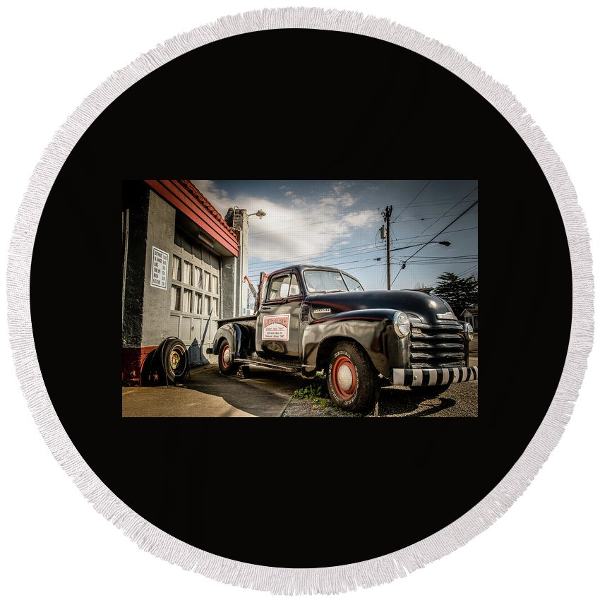 America Round Beach Towel featuring the photograph Goober's Tow Truck by Cynthia Wolfe
