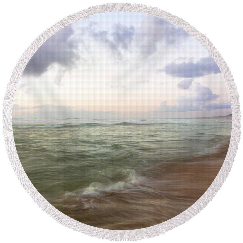 Goodbye Round Beach Towel featuring the photograph Goodbye Summer by Edgar Laureano