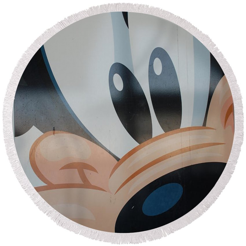 Disney Round Beach Towel featuring the photograph Goofy by Rob Hans