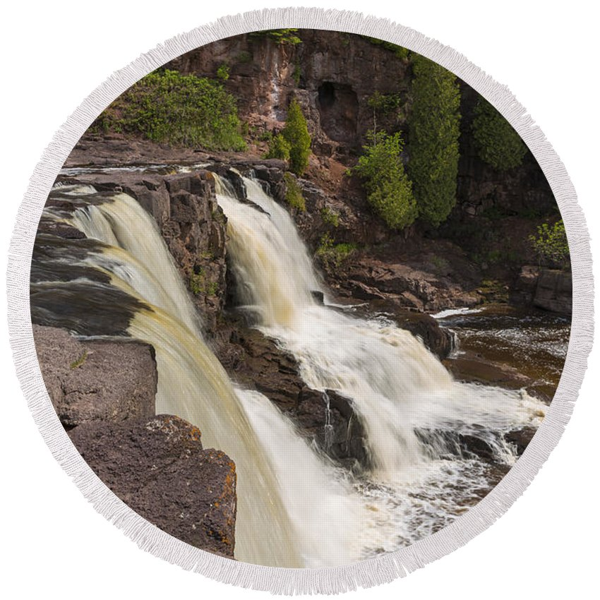 Waterfall Round Beach Towel featuring the photograph Gooseberry Middle Falls 26 by John Brueske