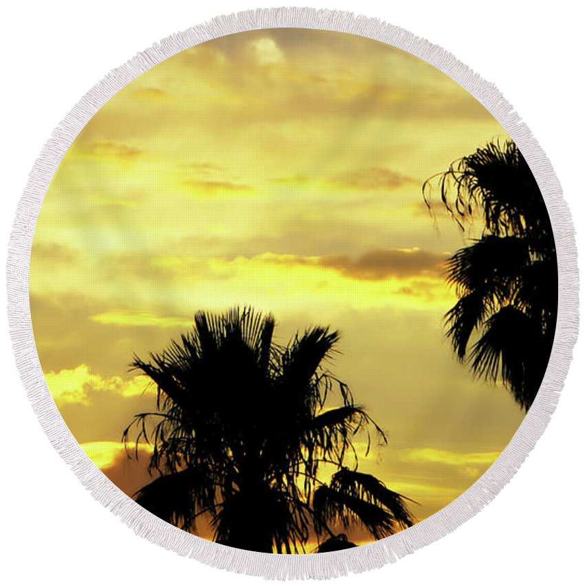 Sun Round Beach Towel featuring the photograph Got To Love Monsoons by Elaine Malott