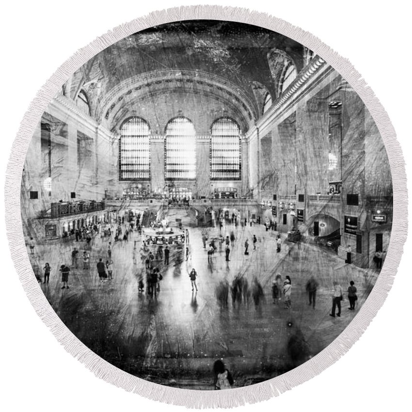 Grand Central Terminal Round Beach Towel featuring the photograph Grand Central Terminal by David Hare
