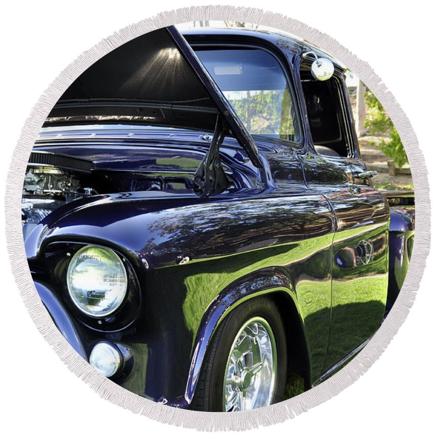 Clay Round Beach Towel featuring the photograph Grape Fully Blown Pickup by Clayton Bruster