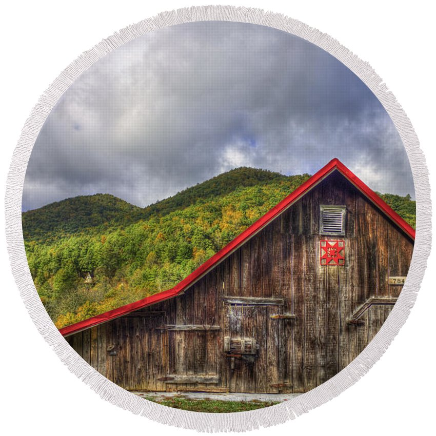 Reid Callaway Blue Ridge Parkway Round Beach Towel featuring the photograph Great Smoky Mountains Barn by Reid Callaway