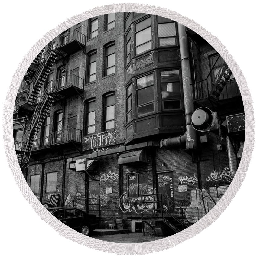Alley Round Beach Towel featuring the photograph Gritty by John Gagnon