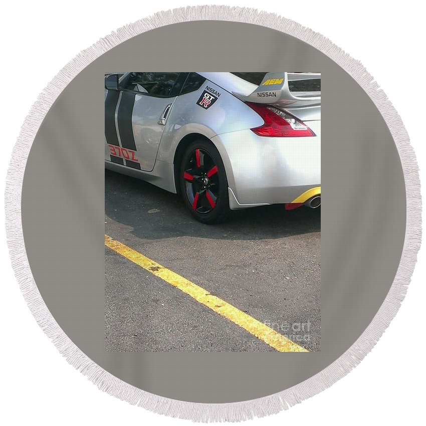 Nissan Round Beach Towel featuring the photograph Gtr 370z by LKB Art and Photography