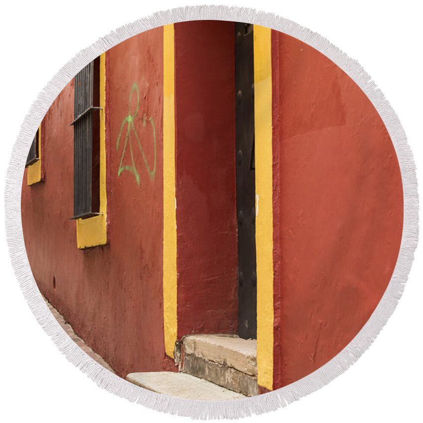 Alley Round Beach Towel featuring the photograph Guanajuato Mexico Colorful Building by Juli Scalzi