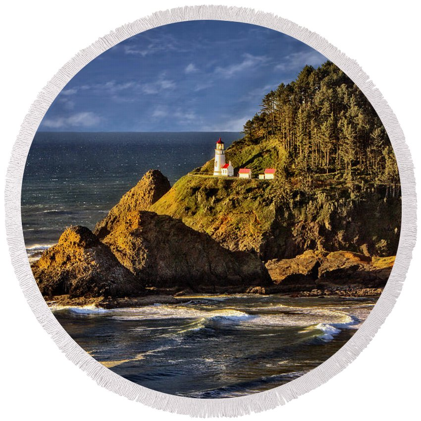Lighthouse Round Beach Towel featuring the photograph Haceta Head Light 2 by Diana Powell