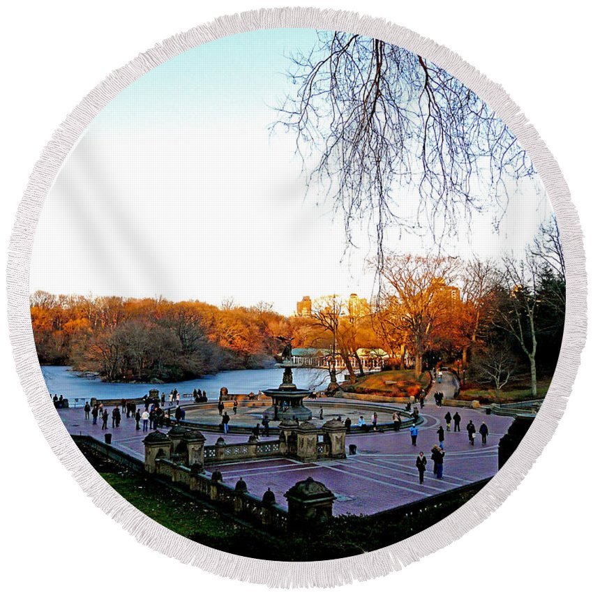 Monument Round Beach Towel featuring the photograph Hangin' At Bethesda Fountain by Kendall Eutemey