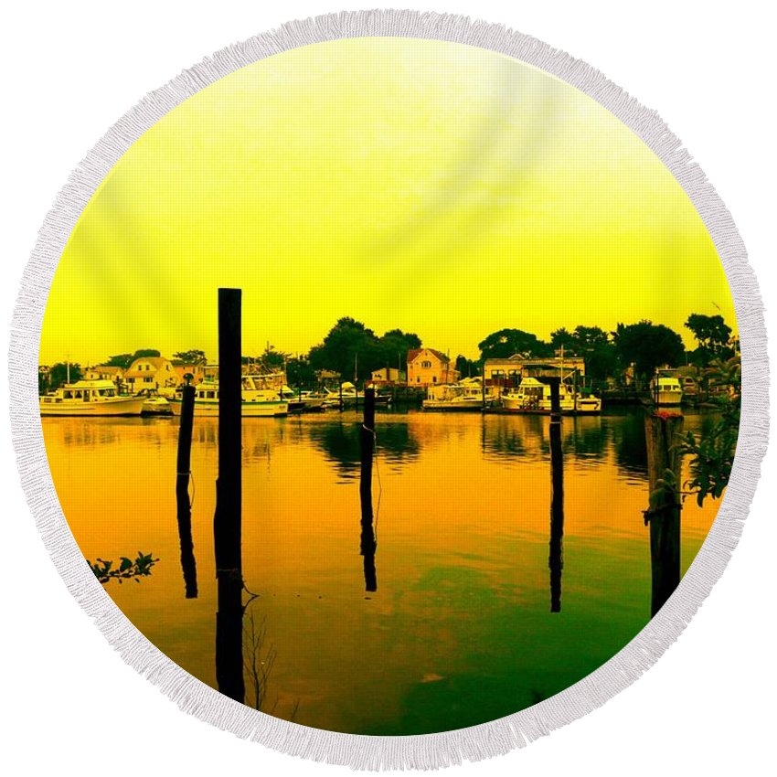 Waterscape Round Beach Towel featuring the photograph Happy Homes by Kendall Eutemey