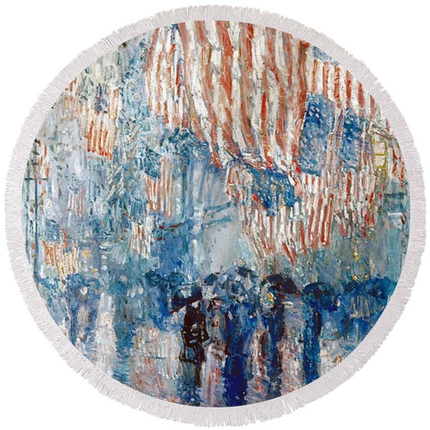 1917 Round Beach Towel featuring the painting Avenue In The Rain, 1917 by Childe Hassam