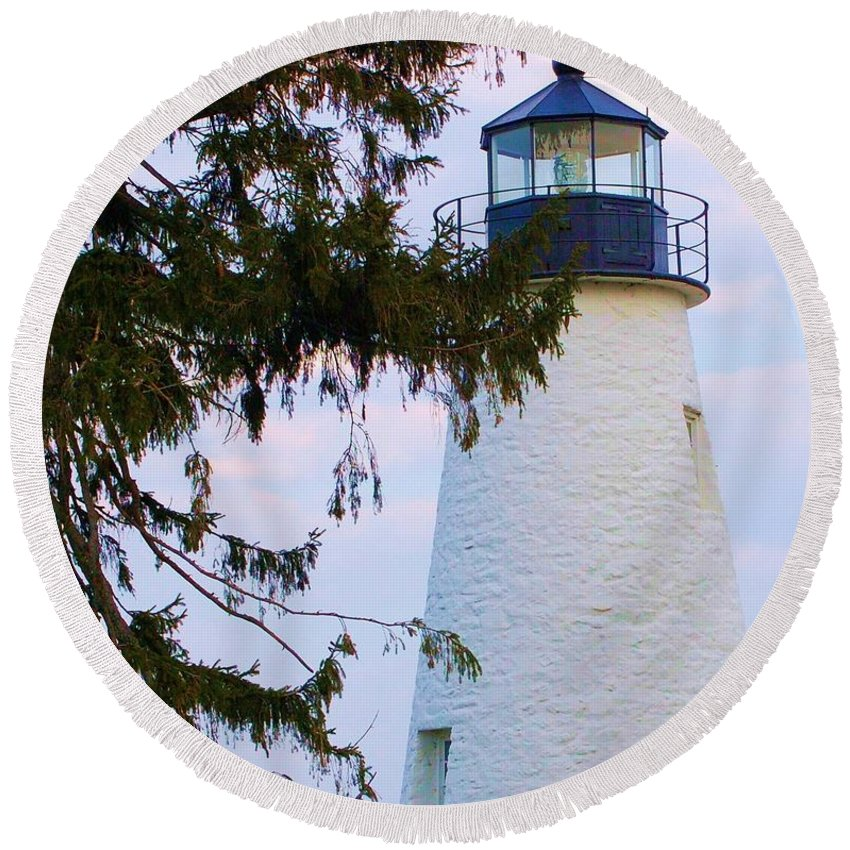 Lighthouse Round Beach Towel featuring the photograph Havre De Grace Lighthouse by Debbi Granruth