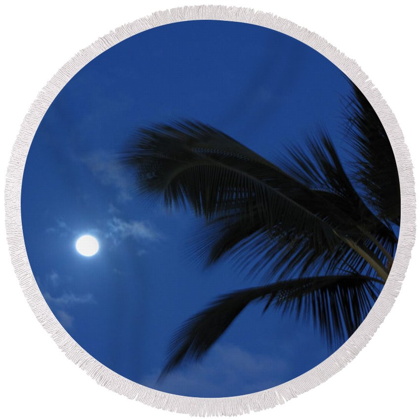 Moon Round Beach Towel featuring the photograph Hawaiian Moon by Sarah Houser