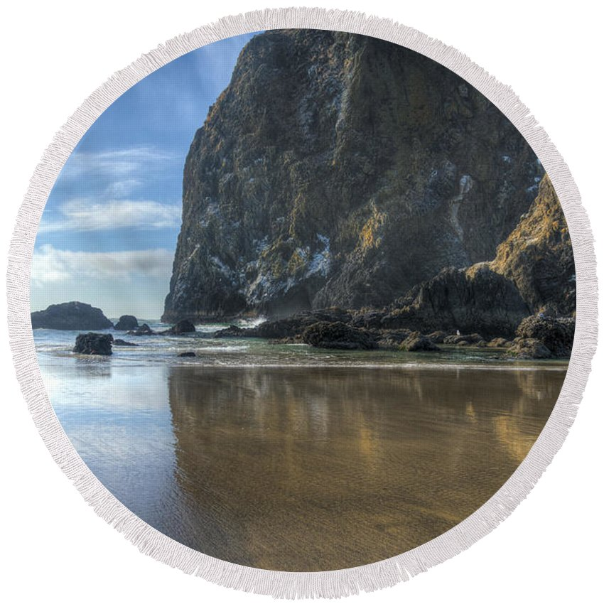 Cannon Beach Round Beach Towel featuring the photograph Haystack Rock by John Trax