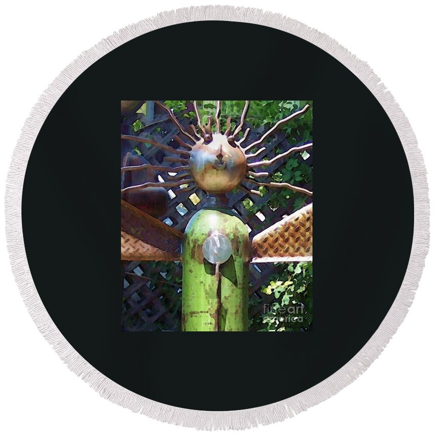 Sculpture Round Beach Towel featuring the photograph Head For Detail by Debbi Granruth