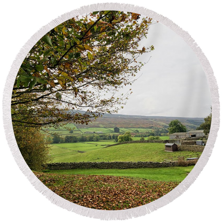 Healaugh Swaledale Round Beach Towel featuring the photograph Healaugh, Swaledale by Smart Aviation