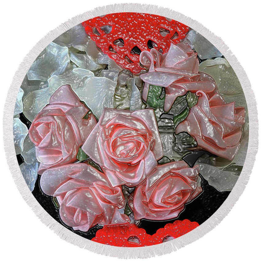 Wedding Concept Round Beach Towel featuring the photograph Hearts And Roses by Kevin Richardson