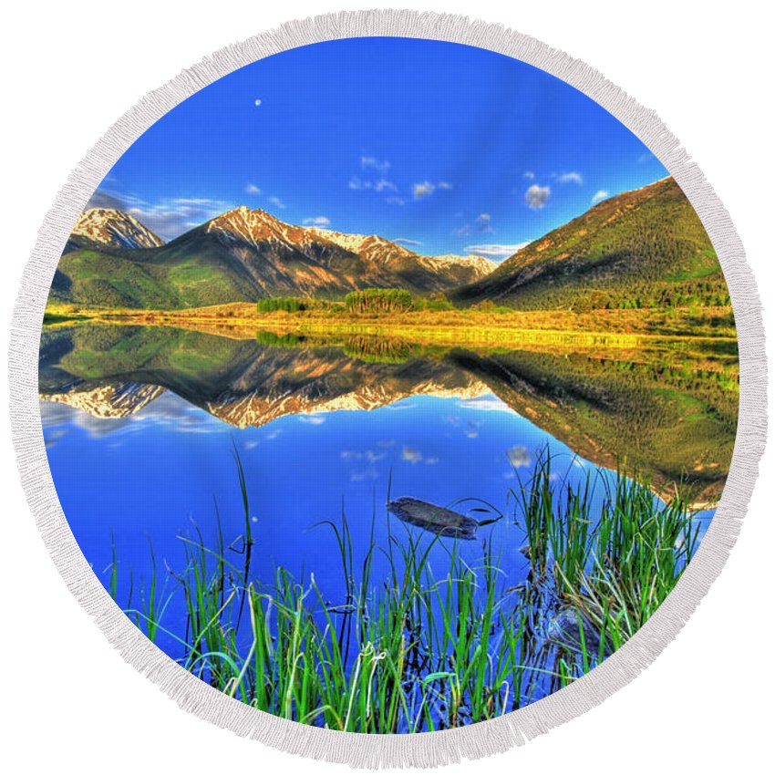Mountains Round Beach Towel featuring the photograph Heavenly by Scott Mahon