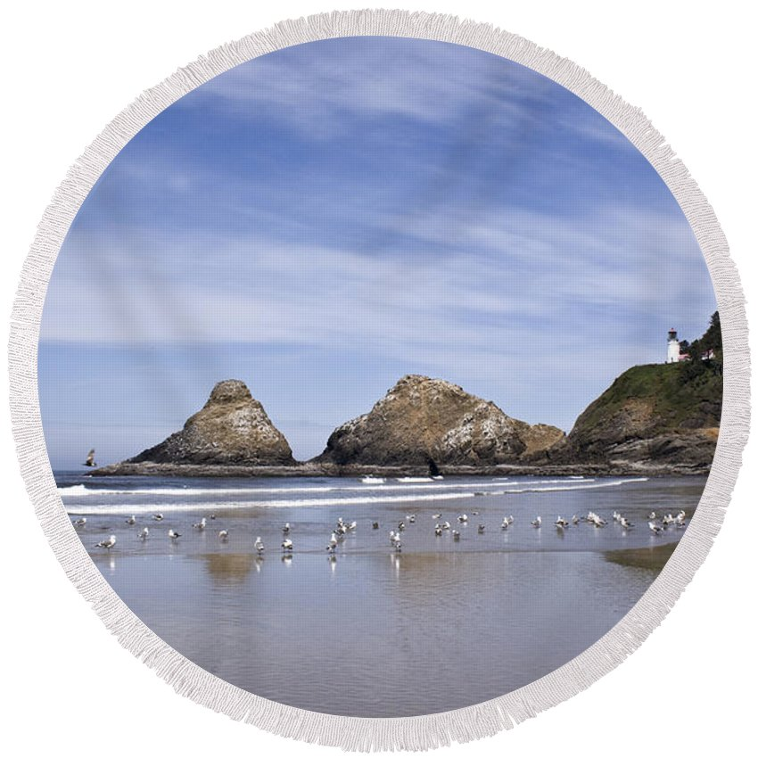 Landscape Round Beach Towel featuring the photograph Heceta Head Lighthouse 1 by Lee Santa