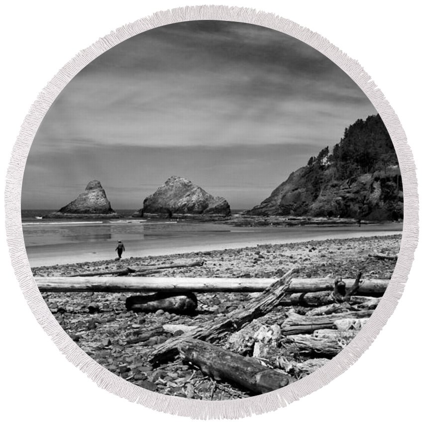 Landscape Round Beach Towel featuring the photograph Heceta Head Lighthouse by Lee Santa