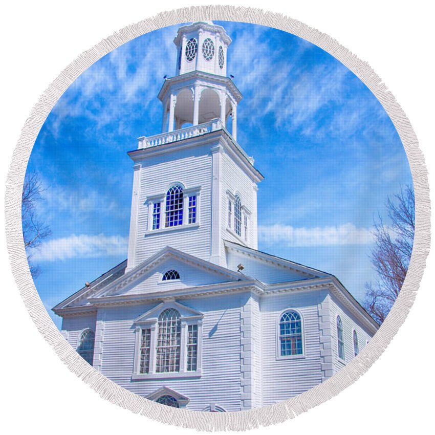 Bennington Round Beach Towel featuring the photograph Historical Old First Church by Elizabeth Dow