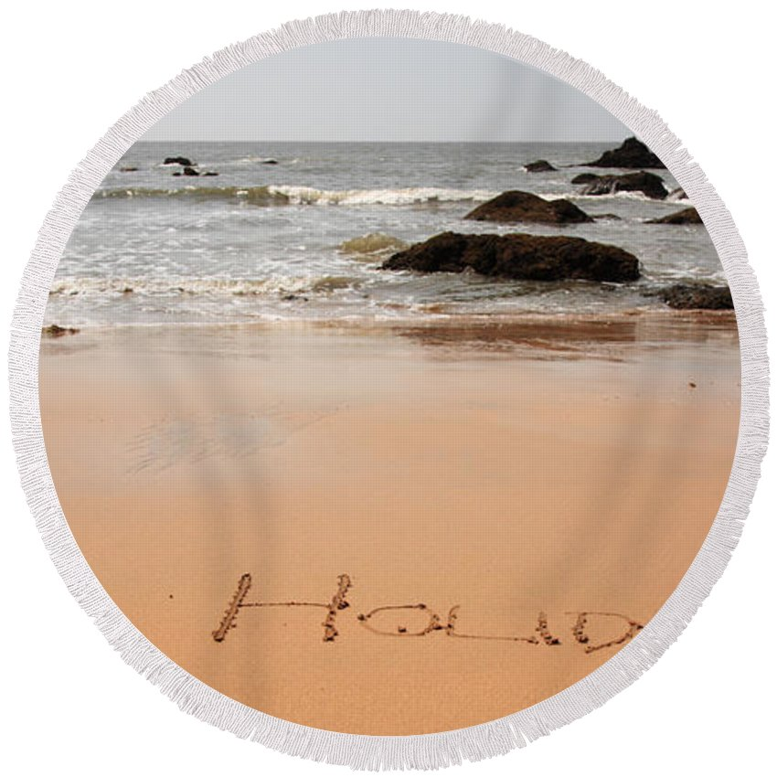Arabian Sea Round Beach Towel featuring the photograph Holiday Written In The Sand by Deborah Benbrook