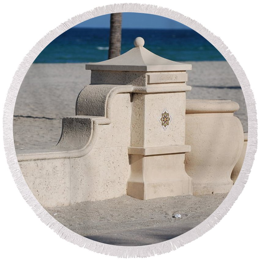 Beach Round Beach Towel featuring the photograph Hollywood Beach by Rob Hans
