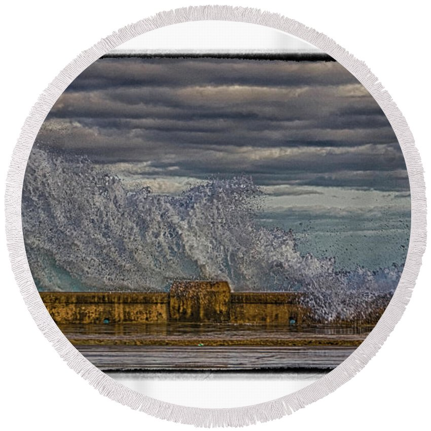 Cuba Round Beach Towel featuring the photograph Homage To Hokusai by R Thomas Berner