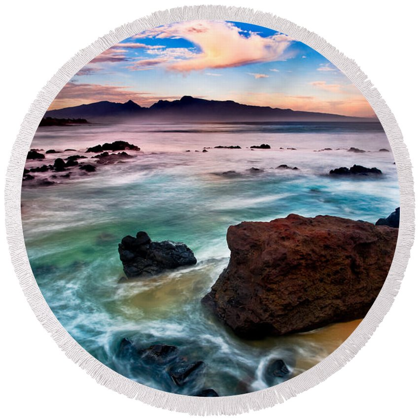 Hookipa Round Beach Towel featuring the photograph Hookipa Sunrise by Nature Photographer