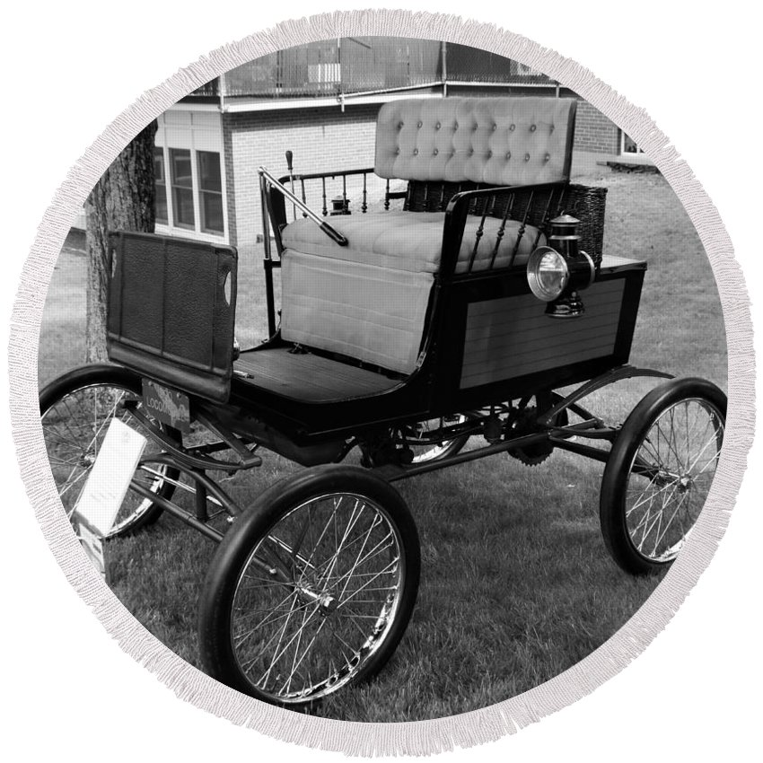 Cars Round Beach Towel featuring the photograph Horseless Carriage-bw by Charles HALL