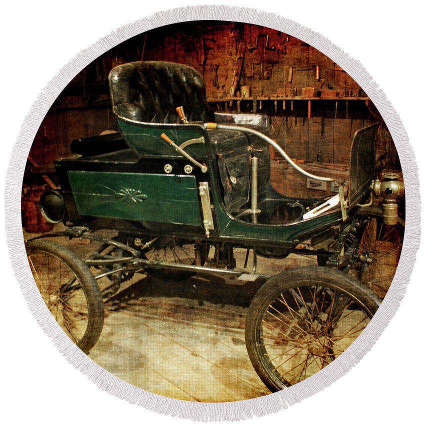 Horseless Carriage Round Beach Towel featuring the photograph Horseless Carriage by Ernie Echols