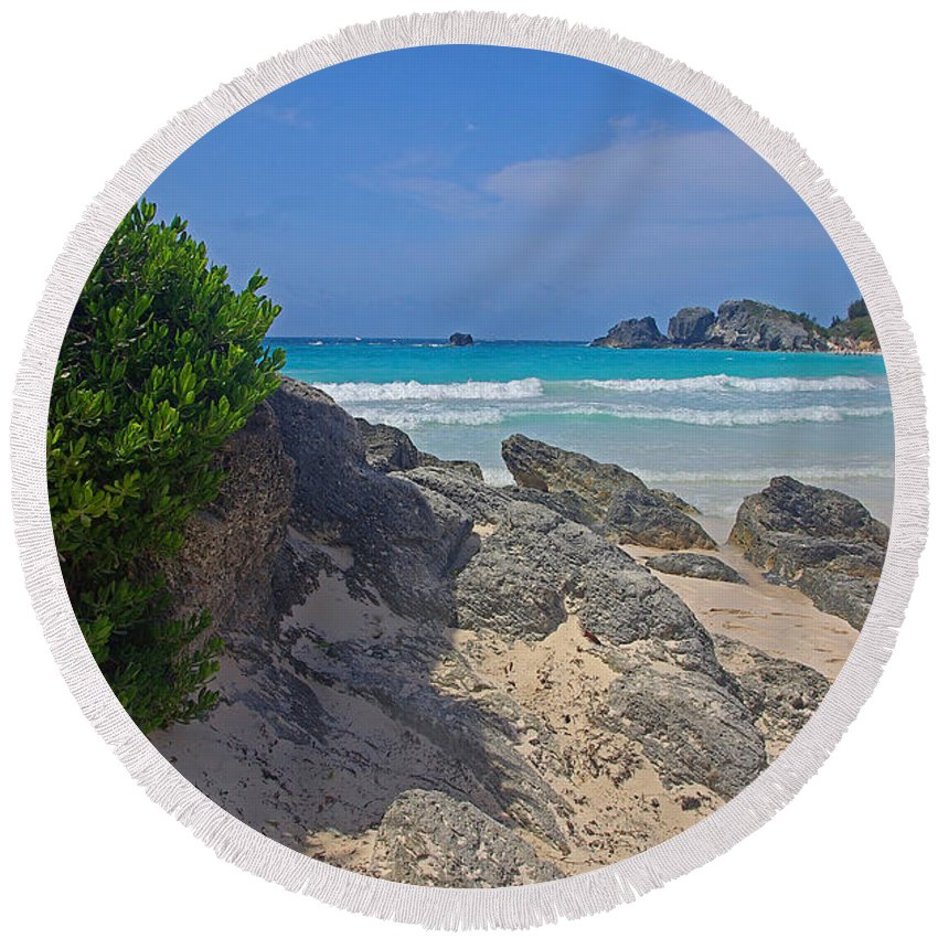 Bermuda Round Beach Towel featuring the photograph Horseshoe Beach And Sea Grass by Rich Walter
