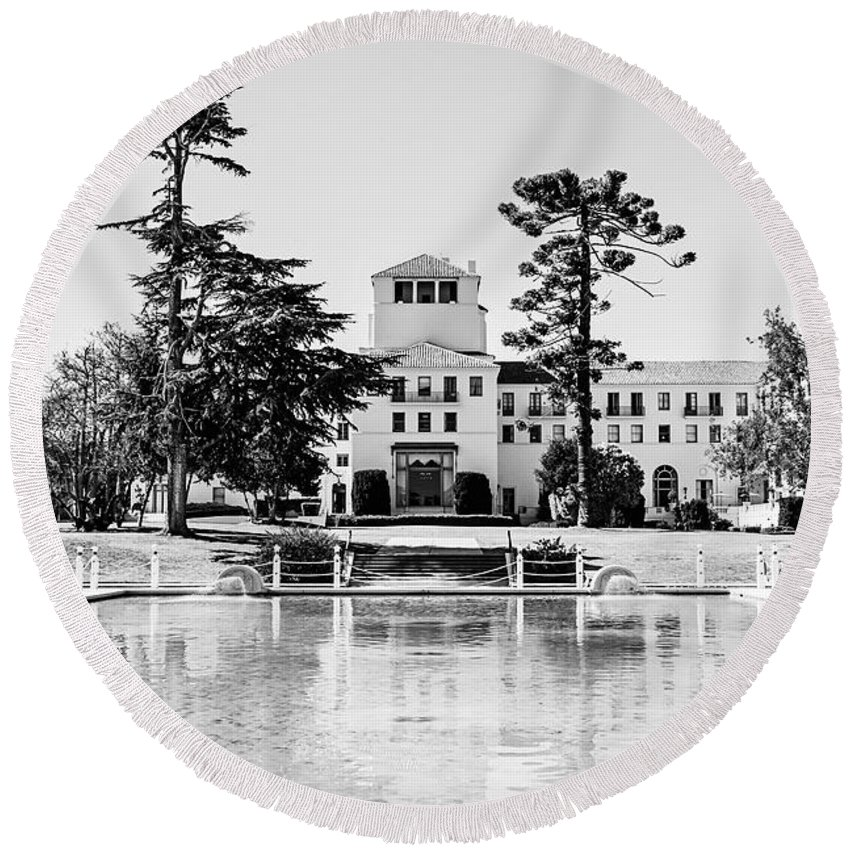 Hotel Round Beach Towel featuring the photograph Hotel Del Monte - Bw by Scott Pellegrin