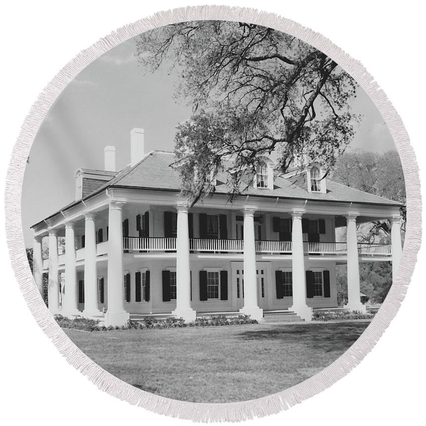 Plantation Homes Round Beach Towel featuring the photograph Houmas House by Michelle Powell