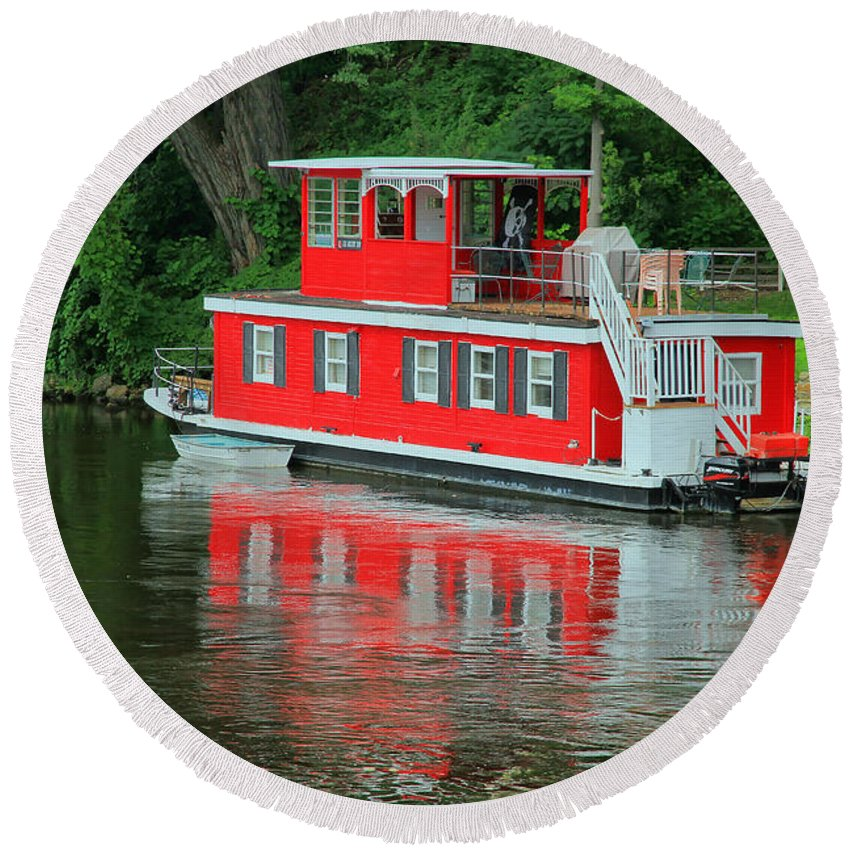 Boat Round Beach Towel featuring the photograph Houseboat On The Mississippi River by Teresa Zieba