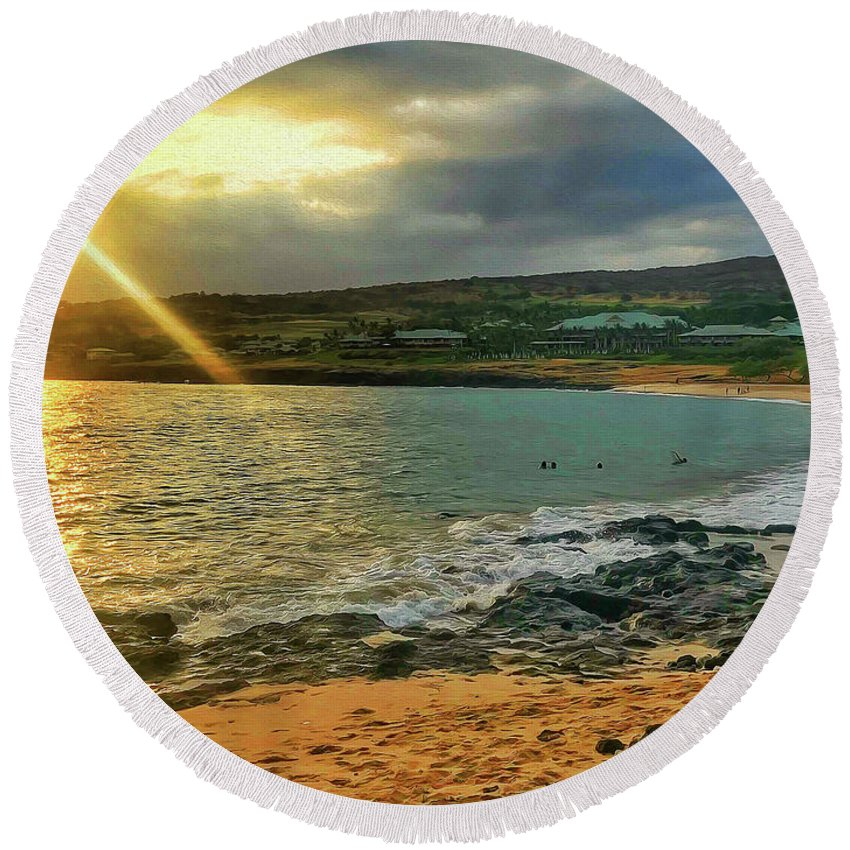 Hulopoe Round Beach Towel featuring the photograph Hulopoe Sunset by Chip Evans