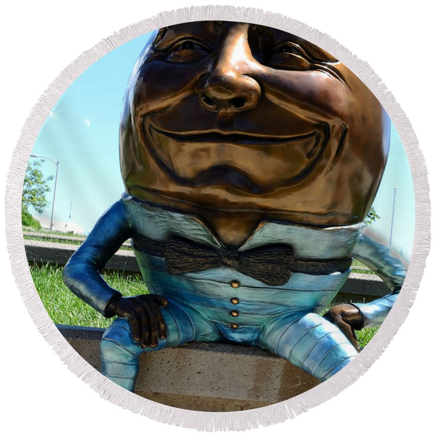 Sculpture Round Beach Towel featuring the photograph Humpty Dumpty by Pam Romjue