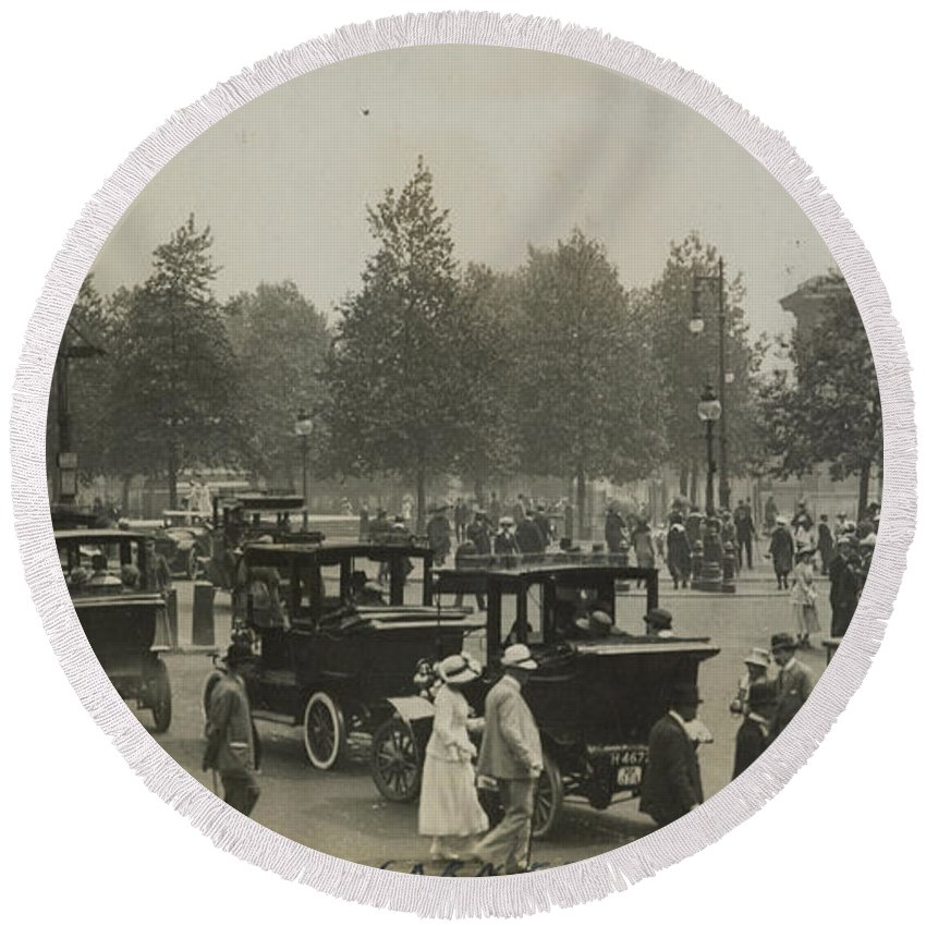 Hyde Park Corner Round Beach Towel featuring the painting Hyde Park Corner by Herbert Green