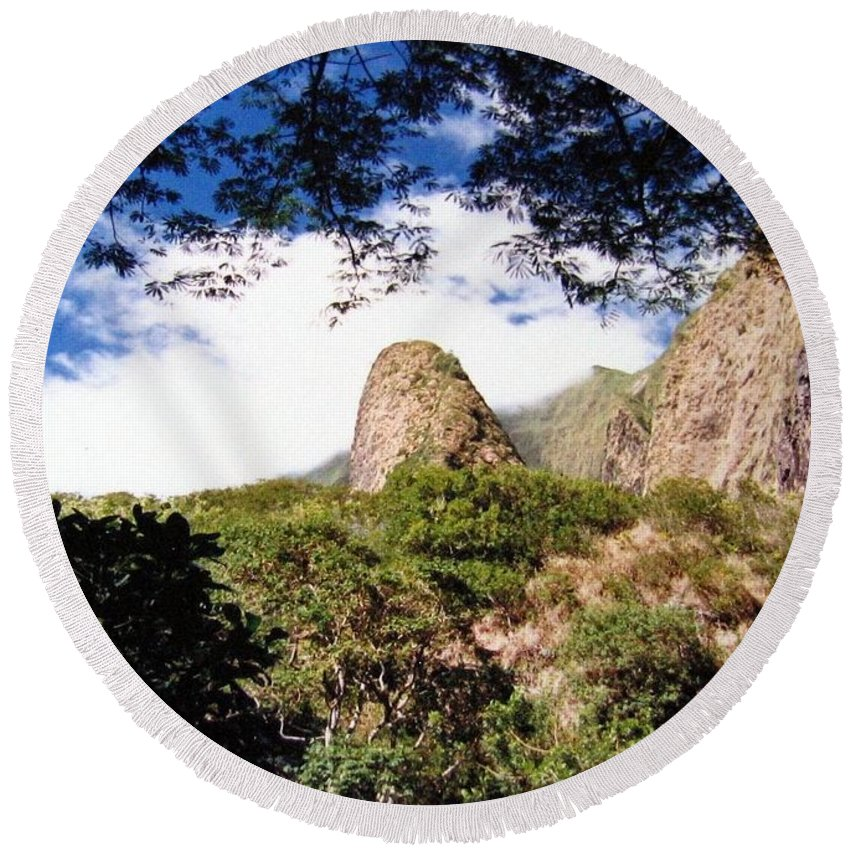 1986 Round Beach Towel featuring the photograph Iao Valley by Will Borden