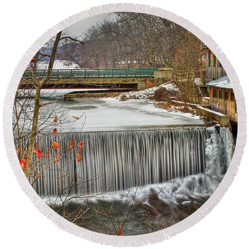 Blur Round Beach Towel featuring the photograph Icy Conditions by Evelina Kremsdorf