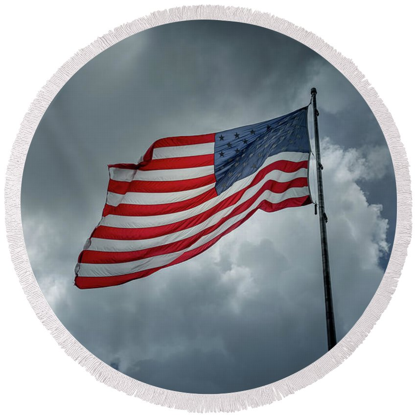 Usa Round Beach Towel featuring the photograph In The Sky by Marco Zottich