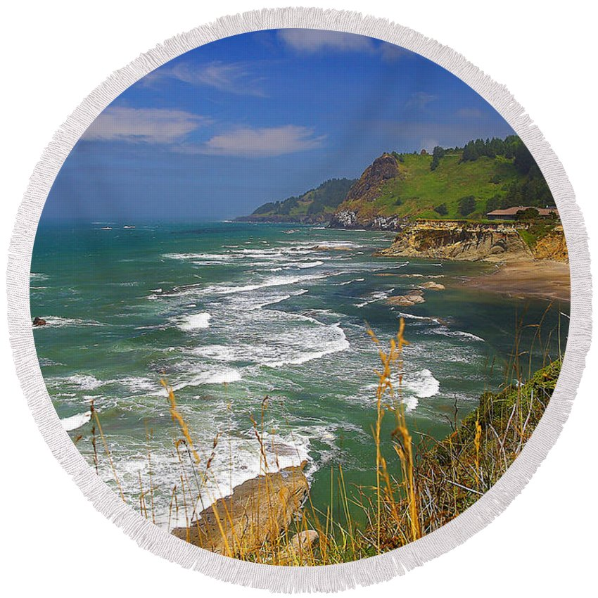 Oregon Round Beach Towel featuring the photograph Inlet At Devils Punchbowl State Park Oregon by Rich Walter