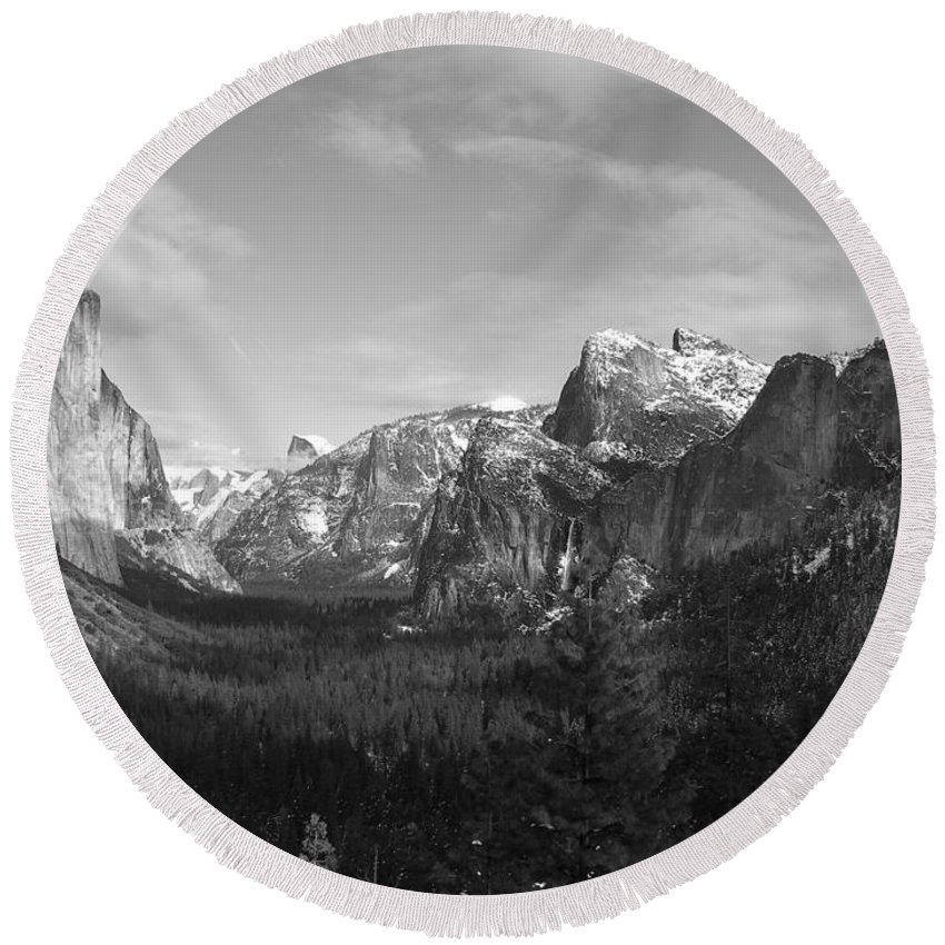 Yosemite Round Beach Towel featuring the photograph Inspiration Point by Travis Day