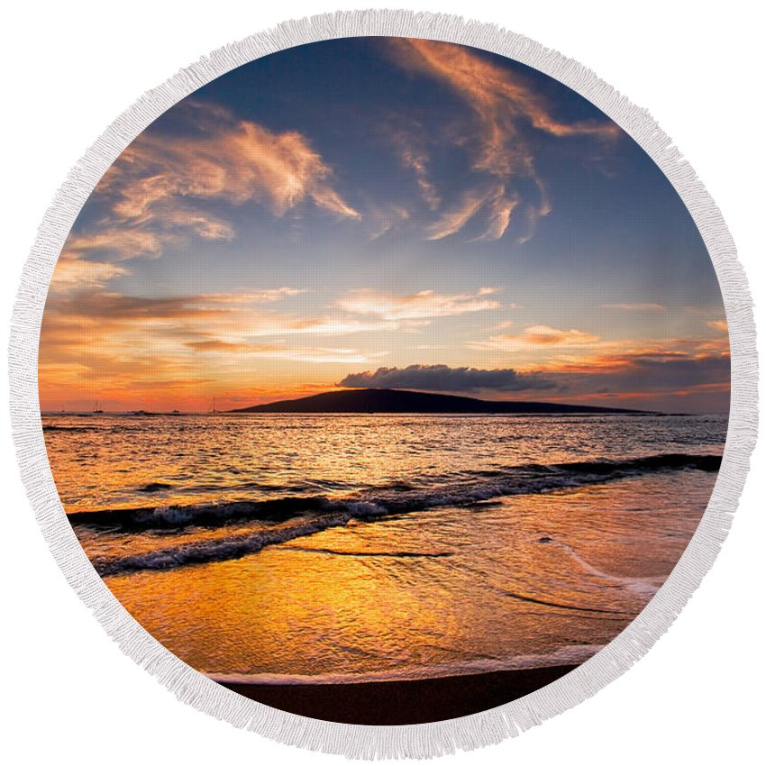 Maui Round Beach Towel featuring the photograph Island Gold - An Amazingly Golden Sunset On The Beach In Hawaii by Nature Photographer