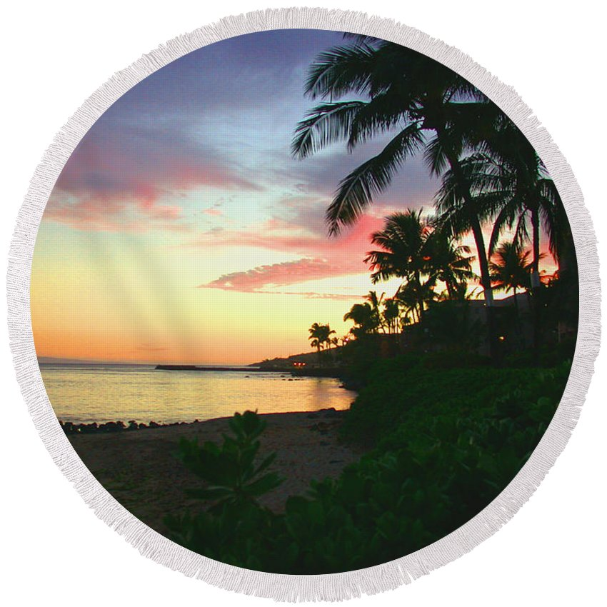 Sunset Round Beach Towel featuring the photograph Island Sunset by Angie Hamlin