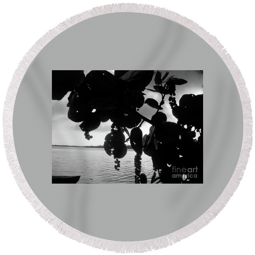 Black And White Round Beach Towel featuring the photograph Island - View - Black And White by D Hackett