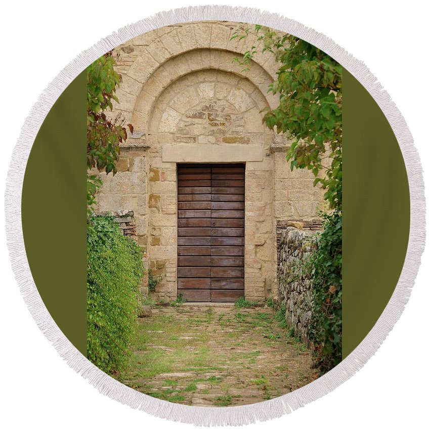 Italy Round Beach Towel featuring the photograph Italy - Door Twenty Five by Jim Benest